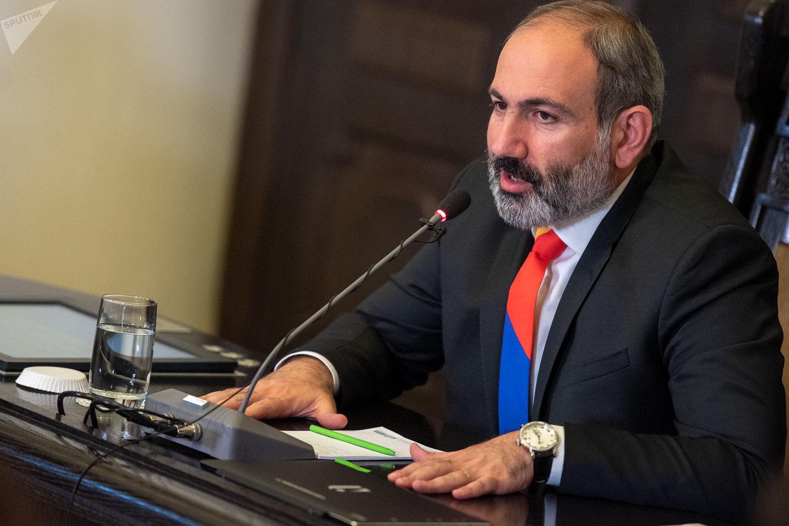 Но Пашинян почему-то тянул: Опрос показал истинное отношение армян к России